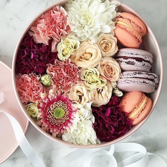 Цветы с изумительными макарунс