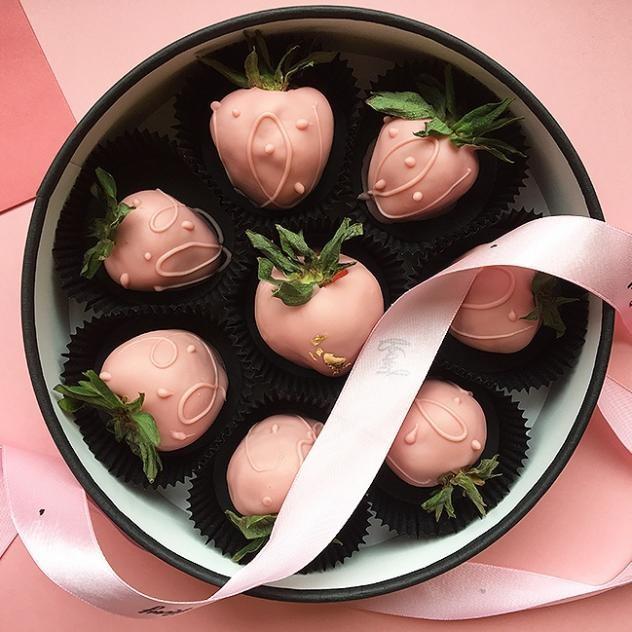 Клубника в розовом Бельгийском шоколаде