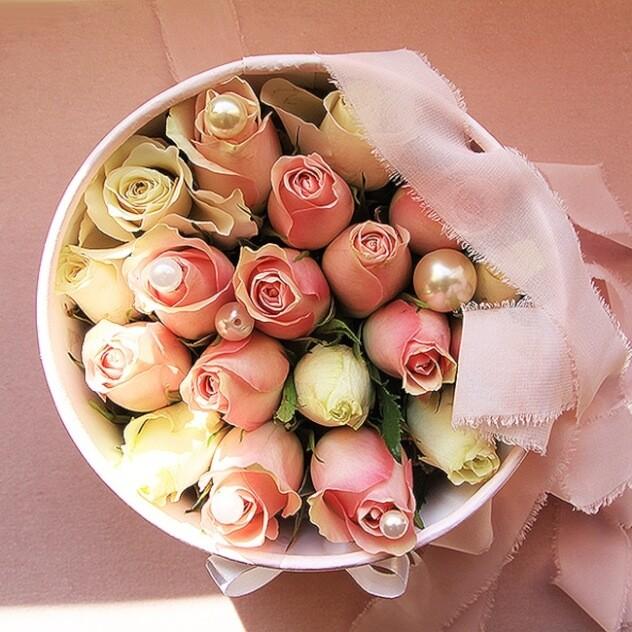 Нежные розы в коробке