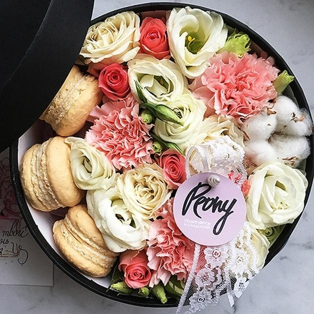 Нежные розы с макаронс