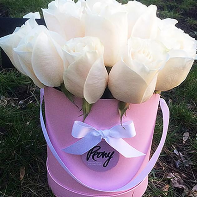 Классические розы в шляпной коробке