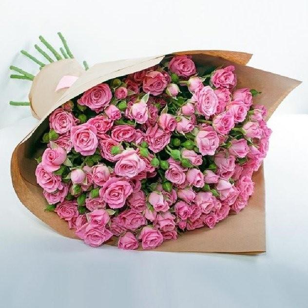 Букет 11 ароматных кустовых роз в крафте